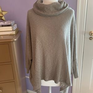 Free People Beach World Traveler Gray sweater Med.
